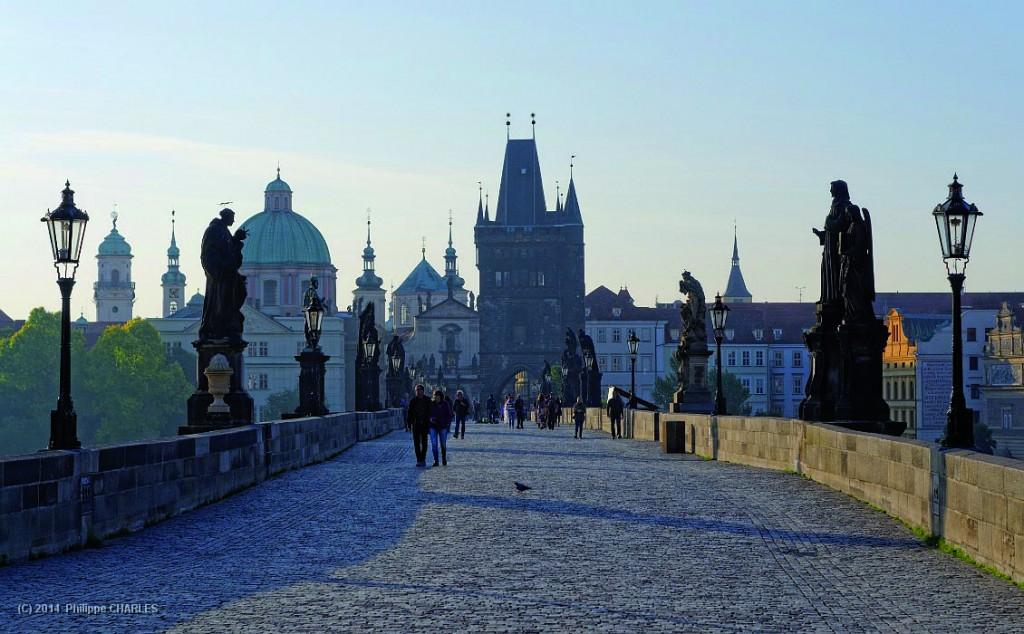 Le pont Charles IV - Perspective coté de la vieille ville (Staré Mesto)